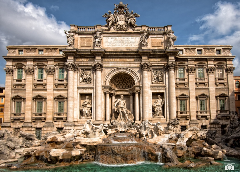 Trevi Fountain in Rome / Italy